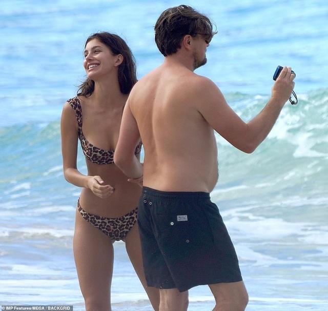 Leonardo DiCaprio lộ bụng phệ bên bạn gái trẻ - 9