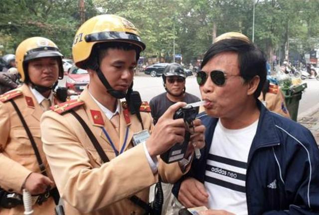 Những mức xử phạt mới mà người đi xe máy cần biết - 1