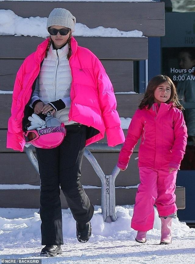 Sofia Richie đón năm mới cùng con riêng của bạn trai - 1
