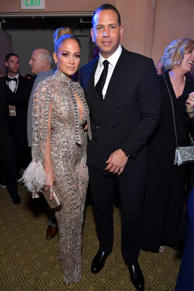 Jennifer Lopez xinh đẹp tái xuất bên bạn trai - 8