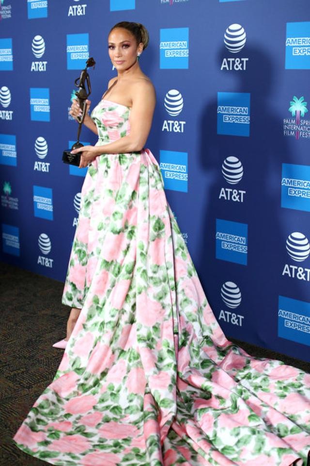 Jennifer Lopez xinh đẹp tái xuất bên bạn trai - 1