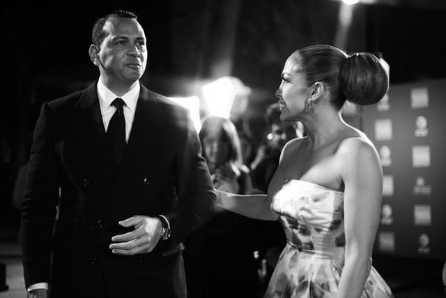 Jennifer Lopez xinh đẹp tái xuất bên bạn trai - 7