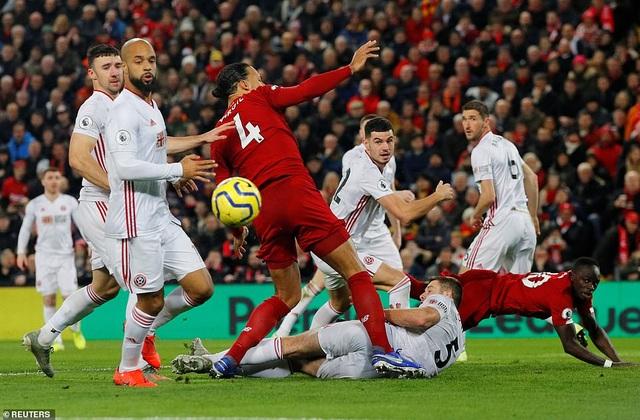 Salah và Mane lập công, Liverpool có chiến thắng đầu tiên trong năm 2020 - 3