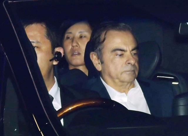 Cựu chủ tịch Nissan thuê 2 máy bay trốn khỏi Nhật - 1