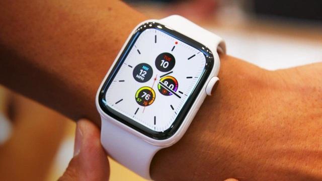 Những mẫu đồng hồ thông minh tốt nhất năm qua - 6