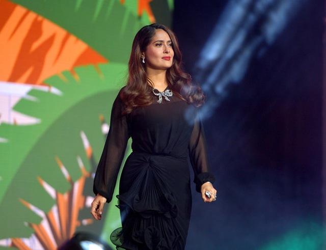 Salma Hayek vẫn trẻ đẹp ở tuổi 54 - 4