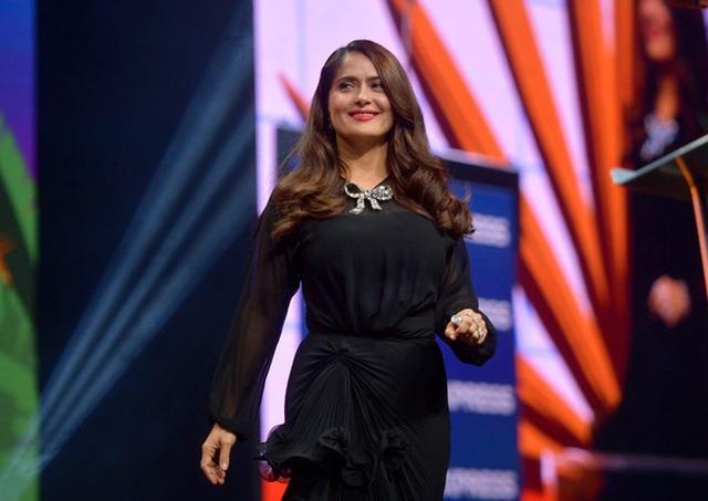 Salma Hayek vẫn trẻ đẹp ở tuổi 54 - 3