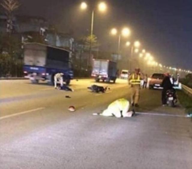 Hà Nội: Nam thanh niên phóng xe máy tông gục CSGT - 1