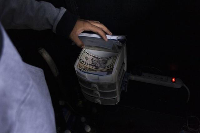 Vấn đề mới của Venezuela: Có quá nhiều tiền đô la - 2