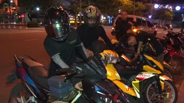 SOS Đà Nẵng: Đội cứu hộ giao thông xuyên màn đêm - 4