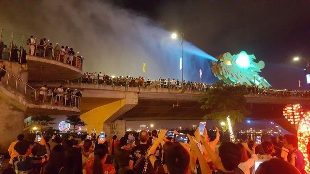 Cầu Rồng phun nước, phun lửa 4 đêm dịp Tết Nguyên đán Canh Tý - 1