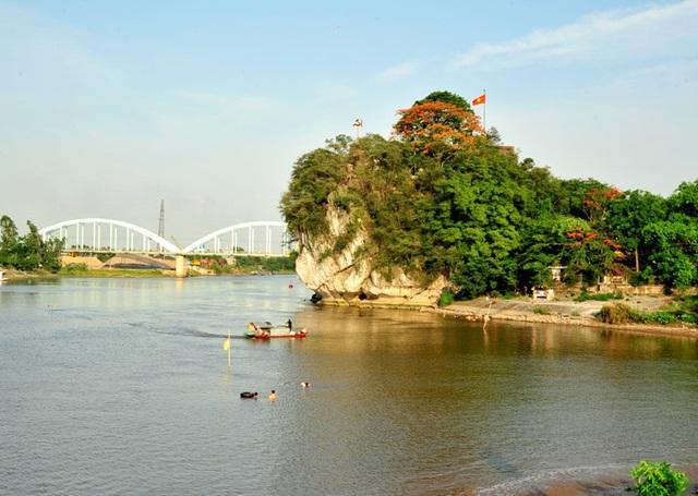 """Khám phá """"núi thơ"""" di tích quốc gia đặc biệt ở Ninh Bình - 1"""