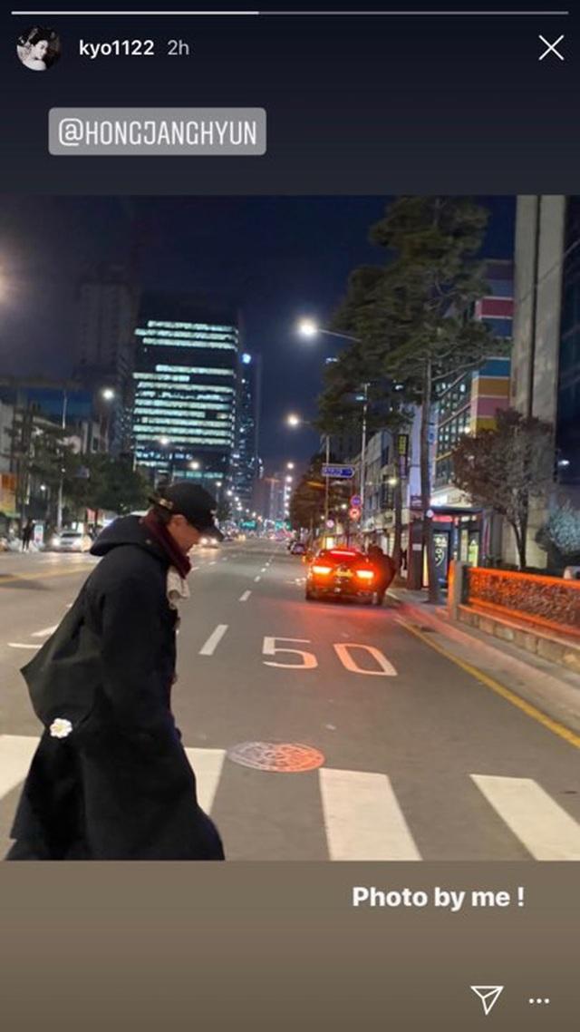Song Joong Ki tập trung đóng phim, Song Hye Kyo thư thái bên bạn bè - 4