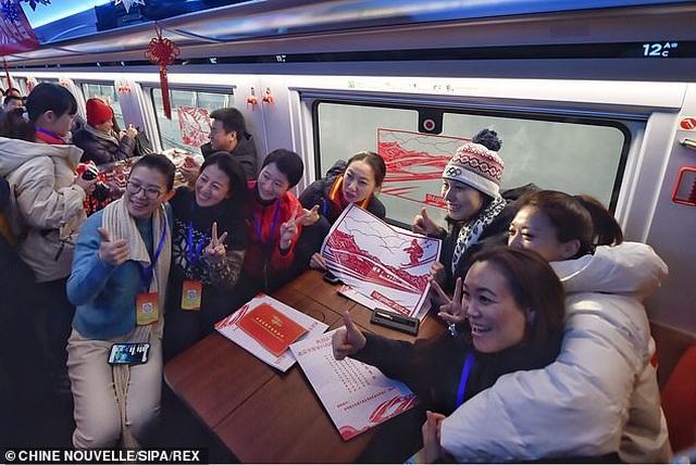 Tàu cao tốc thông minh của Trung Quốc có tốc độ 350 km/h, lái tự động và tín hiệu 5G - 4