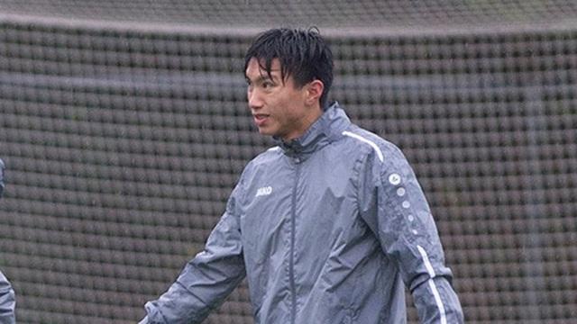 Văn Hậu tập luyện dưới mưa to và lạnh giá cùng đồng đội ở Heerenveen - 1