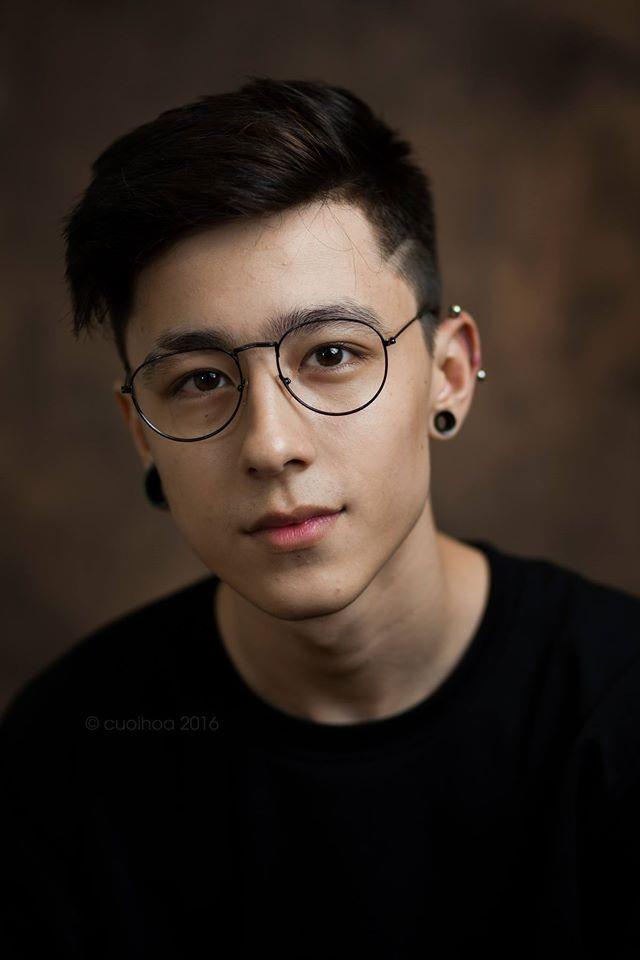 Chàng trai mang dòng máu lai Việt - Ba Lan điển trai, đam mê xăm hình - 1