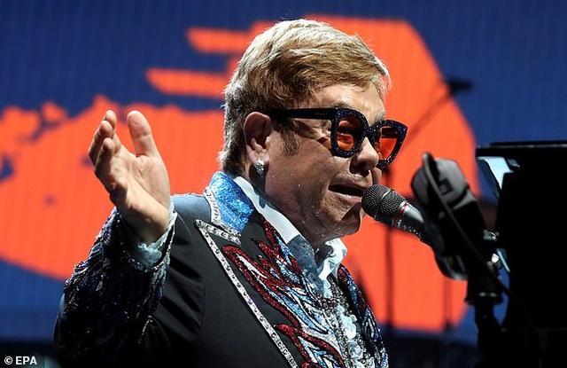 Danh ca Elton John khẳng định không bao giờ đánh mắng con nhỏ - 1