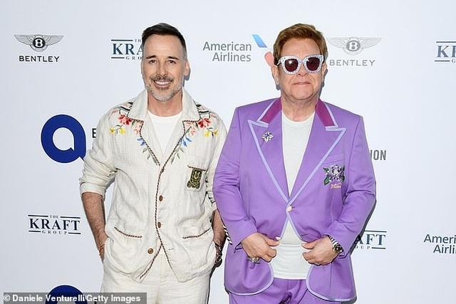 Danh ca Elton John khẳng định không bao giờ đánh mắng con nhỏ - 3