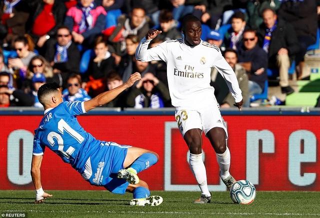 Thắng đậm trận derby, Real Madrid áp sát Barcelona - 6