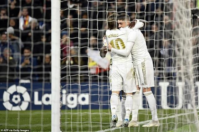 Thắng đậm trận derby, Real Madrid áp sát Barcelona - 12