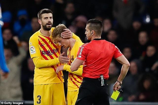 De Jong nhận thẻ đỏ, Barcelona bị Real Madrid cân bằng về điểm số - 7