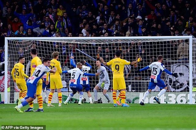 De Jong nhận thẻ đỏ, Barcelona bị Real Madrid cân bằng về điểm số - 2