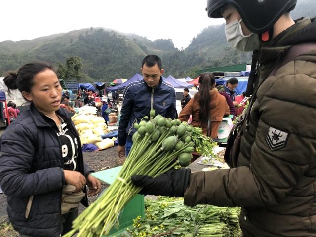 Cây anh túc được bày bán công khai nơi chợ biên giới Lào - Việt - 5