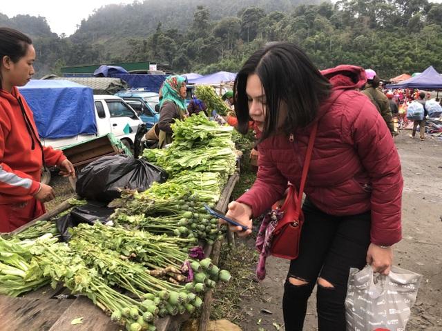 Cây anh túc được bày bán công khai nơi chợ biên giới Lào - Việt - 6