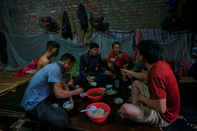 """""""Chuyện tình ri-đô"""" và cuộc sống của 25 công nhân trong """"biệt thự triệu đô"""" ở Hà Nội - 5"""