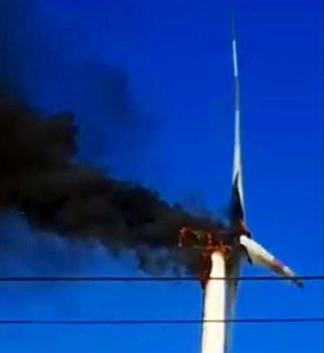 Tuabin điện gió trị giá 70 tỷ đồng bốc cháy rồi nổ tung - 2