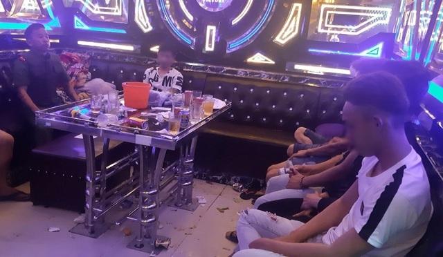Phát hiện 34 nam nữ phê ma túy trong quán karaoke.jpeg