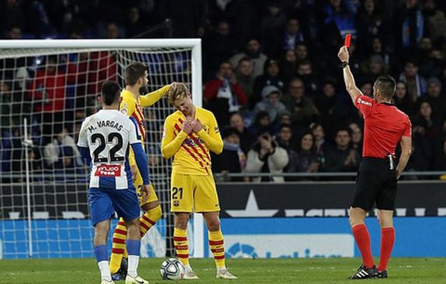 De Jong nhận thẻ đỏ, Barcelona bị Real Madrid cân bằng về điểm số - 6