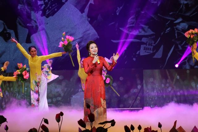 Hồ Ngọc Hà, Tóc Tiên dịu dàng khác lạ trong những khúc ca mùa xuân - 13