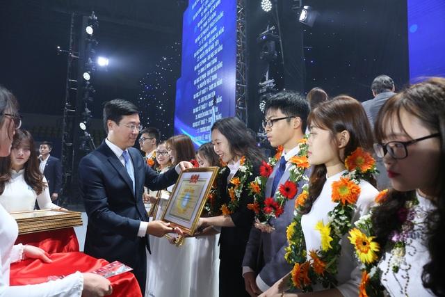 Hội Sinh viên Việt Nam nhận Huân chương Độc lập hạng Nhất lần thứ 2 - 4