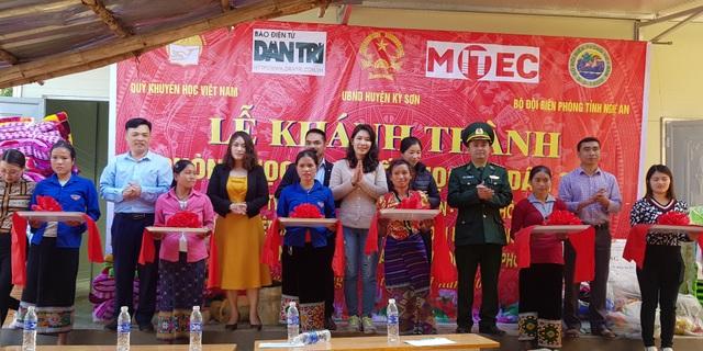 Báo Dân trí khánh thành điểm trường Mầm non sát biên giới Việt - Lào - 4