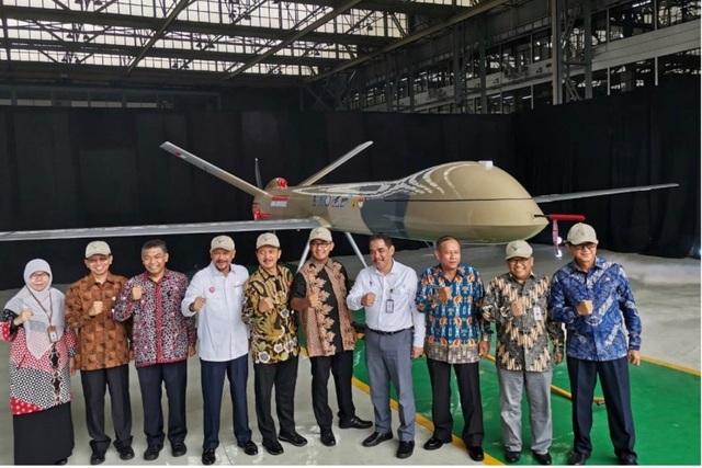 """Indonesia """"khoe"""" máy bay không người lái giữa căng thẳng với Trung Quốc gần Biển Đông - 1"""