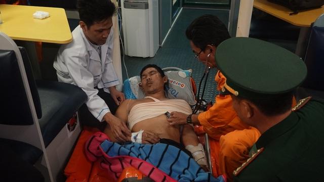 Vượt hải trình với vận tốc tối đa, cứu thuyền viên bị tai nạn lao động nguy kịch - 1