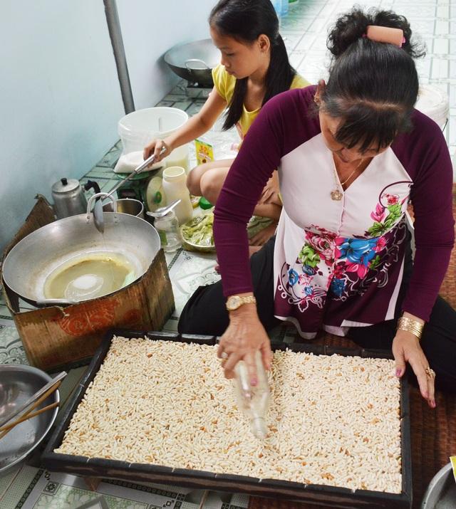 Cà Mau: Làng cốm gạo vào vụ Tết - 2