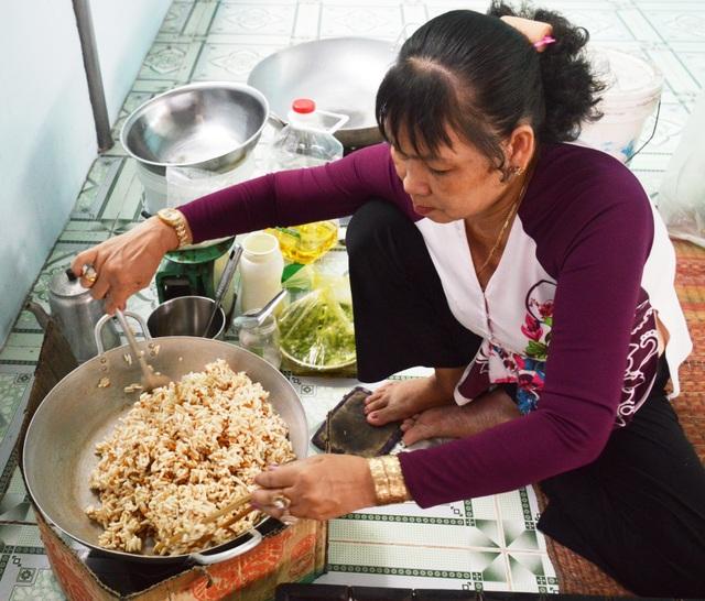 Cà Mau: Làng cốm gạo vào vụ Tết - 1