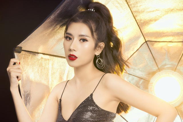 Không còn cổ điển, Dương Yến Nhung quyến rũ trong bộ ảnh mới - 1