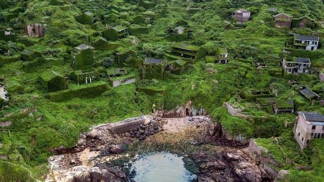 """Ngôi làng bỏ hoang bất ngờ gây """"sốt"""" bởi những nhà cây đẹp mê mẩn như cổ tích - 2"""