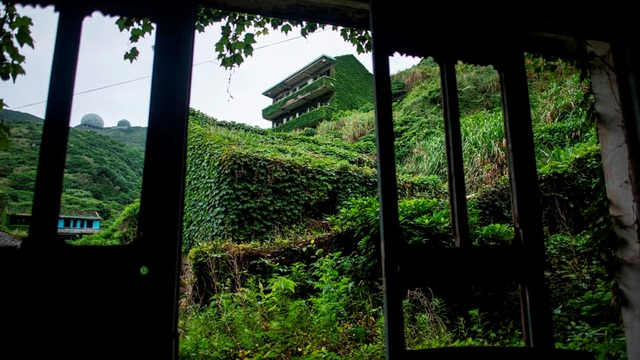 """Ngôi làng bỏ hoang bất ngờ gây """"sốt"""" bởi những nhà cây đẹp mê mẩn như cổ tích - 6"""