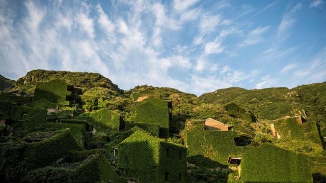 """Ngôi làng bỏ hoang bất ngờ gây """"sốt"""" bởi những nhà cây đẹp mê mẩn như cổ tích - 8"""