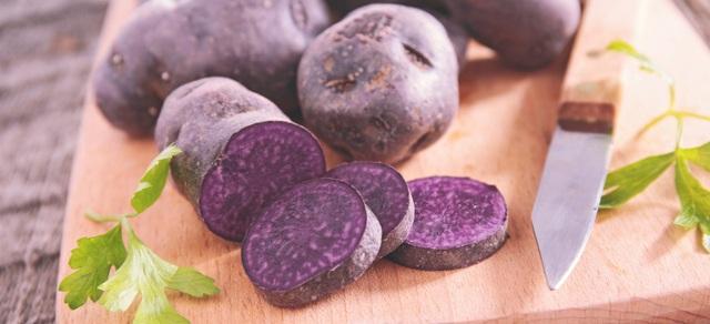 Bất ngờ với công dụng phòng ung thư, giảm huyết áp của khoai tây tím - 1