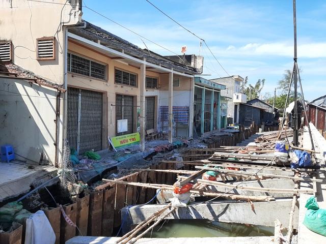 Hàng chục người dân kinh hãi lo nhà bất ngờ đổ sập do thi công bờ kè tại Sóc Trăng - 3