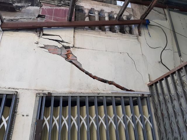 Hàng chục người dân kinh hãi lo nhà bất ngờ đổ sập do thi công bờ kè tại Sóc Trăng - 11