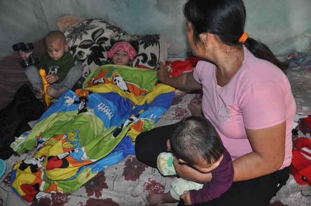 Mẹ đau đớn như đứt từng khúc ruột nhìn con trai 3 tuổi ung thư ôm em gái tim bẩm sinh - 4