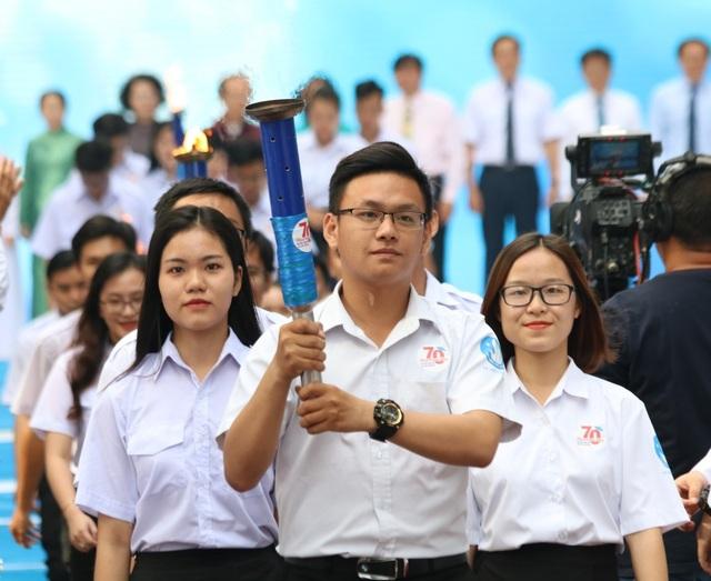 Công dân trẻ tiêu biểu TPHCM tiếp tục được tuyên dương Sinh viên 5 tốt - 1