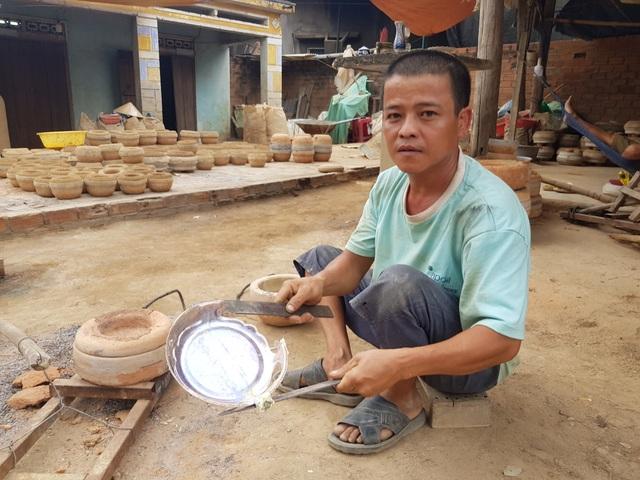 Làng đúc đồng trăm năm tuổi ở Khánh Hòa đỏ lửa vào mùa Tết - 4