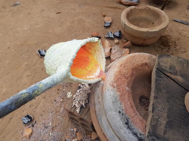 Làng đúc đồng trăm năm tuổi ở Khánh Hòa đỏ lửa vào mùa Tết - 2